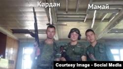 Загиблі військовослужбовці російської армії Іван Кардаполов (позивний «Кардан») і Тимур Мамаюсупов, (позивний «Мамай»). Фото імовірно зроблене в Луганську