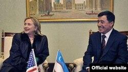 Владимир Норов Тошкентда Ҳиллари Клинтон билан учрашувда. 2010 йил¸ 2 декабр.