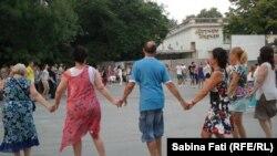 Varna, Bulgaria 2016: hora in parcul orașului