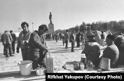 Участники пикета в Бахчисарае, 1990 год, фото Рифхата Якупова