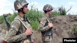 ԼՂ ՊԲ զինծառայողները մարտական հերթապահություն են իրականացնում շփման գծում, արխիվ