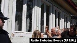 Од неодамнешниот протест за поддршка на изградба на црква Св. Констатин и Елена во Скопје. Стотици протестираа пред зградата на општина Центар.
