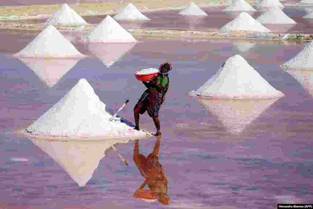 An Indian laborer works on a salt pan in the Indian state of Rajasthan. (AFP/Himanshu Sharma)