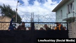 Среди задержанных — один из лидеров башкирского национального движения Фаиль Алсынов (второй слева)