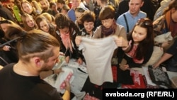Минскида милли киемнәргә багышланган чара 1300ләп кешене җыйды. 5 октябрь 2014