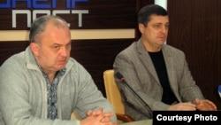 Редактор газети «Місто Нікополь» Віктор Артеменко та журналіст Руслан Соловйов (праворуч)