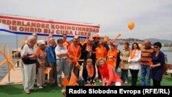 Холандската амбасадорка Симоне Филипини и холандски гости на прославата на Денот на Холандската кралица во Охрид минатиот викенд