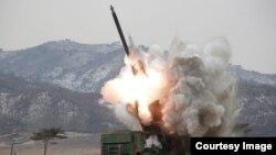Солтүстік Корея ұшырған зымырандарының бірі (Көрнекі сурет).
