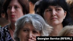 Тамариси привлек внимание не только этим: живущим в Батуми тремстам семьям беженцев отказали в выдаче квартир в новом поселении, а беженцев из других районов Грузии в спешном порядке заселили в новые дома