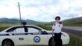 Бишкек-Ош жолундагы МАИ кызматкеринин сөлөкөтү.