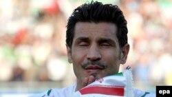 علی دايی، کاپیتان سابق تیم ملی ایران، به عنوان نماينده فوتبال آسيا، روز یکشنبه، در مراسم قرعه کشی جام جهانی ۲۰۱۰، در «دوربان» آفريقای جنوبی، حضور يافت.