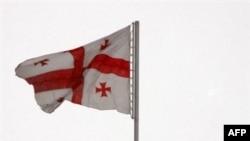 Государственный флаг Грузии на крыше резиденции президента Грузии