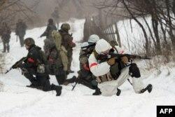 Українські військовослужбовці біля Лисичанська, Луганська область. 28 січня 2015 року