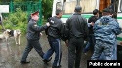 Ресейде тәжік мигранттарын полиция ұстап жатыр. (Көрнекі сурет)