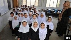 آرشیف، دانشآموزان صنفهای ابتدایی در یکی از مکتبهای کابل