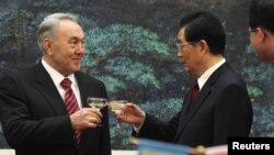 Kazakhstan's President Nursultan Nazarbayev (left) toasts with his Chinese counterpart, Hu Jintao, during a signing ceremony at the Great Hall of the People in Beijing on February 22.