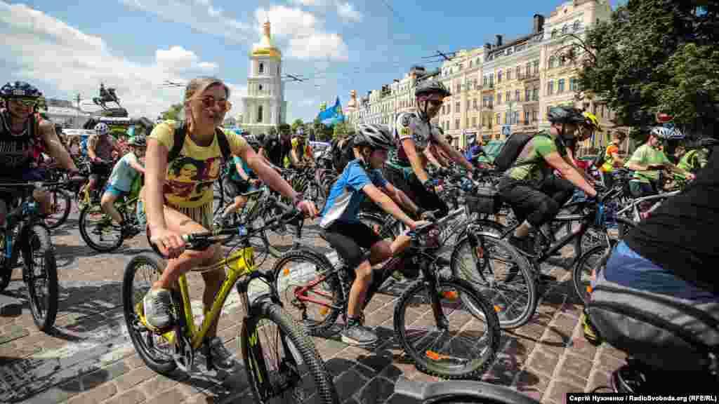 Велосипедисти рушили за запланованим маршрутом