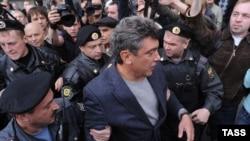 Борис Немцов на митинге в защиту свободы собраний