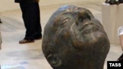 Работу скульптора Потоцкого уже представляли публике в московском Манеже (19 июня 2009 года)