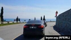 Світлофор на гірській трасі поблизу Рибачого