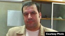 Хорошо известный в Таджикистане независимый журналист Хайрулло Мирсаидов был арестован 5 декабря 2017 г. после обращения к президенту о коррупции в местной власти.