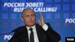 Владимир Путин на инвестиционном форуме в Москве (архивное фото)