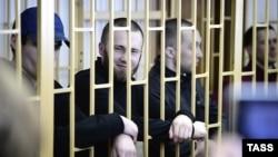 Максим Кириллов, Александр Ковтун и Алексей Никитин в зале суда 28 апреля 2014 года
