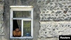 Жители Эргнети уповают только на дождь. Однолетние культуры уже погибли. Сельчане говорят, что нынешнюю зиму им придется коротать в сложнейших условиях. И если выдачу гуманитарной помощи не возобновят, они покинут деревню