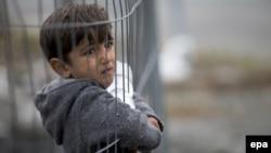 მიგრანტი ბავშვი სლოვენიისა და ავსტრიის საზღვარზე