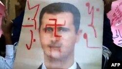 """Оппозиционеры выразили свое отношение к Башару Асаду, """"разукрасив"""" его портрет"""