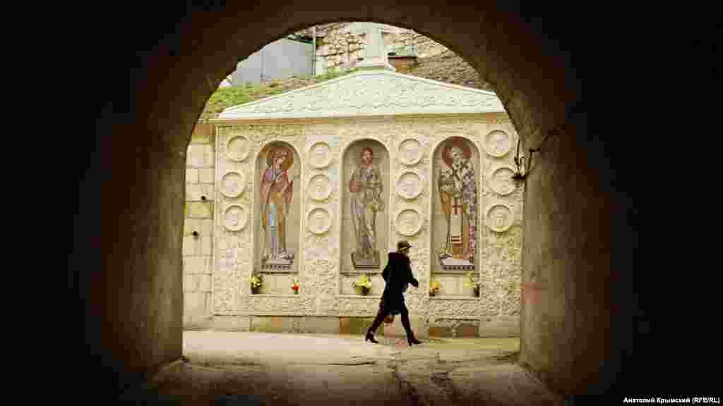Вход вСвято-Климентовский пещерный монастырь в Инкермане