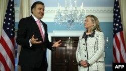 В последних двух ежегодных докладах американских спецслужб в разделе, касающемся Грузии, говорится, что Михаил Саакашвили по окончании своего президентского срока может стать премьер-министром