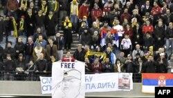 Navijači Srbije izvesili su transparent podrške Ratku Mladiću za vreme prijateljske utakmice sa Australijom 7. juna 2011. godine