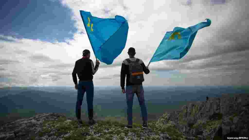Приблизно півтори тисячі людей піднялися на гору Чатир-Даг на пам'ять про жертв депортації кримських татар