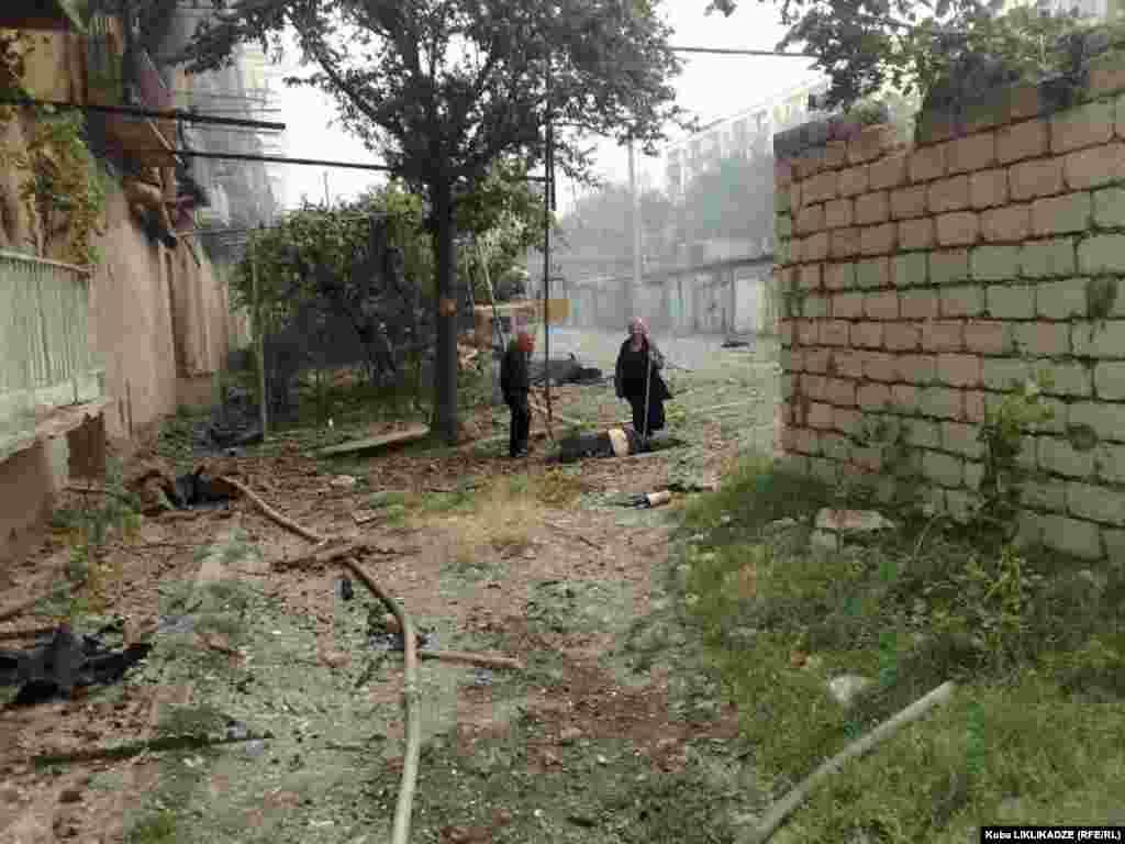 Кореспондент Радіо Свобода Коба Ліклікадзе повідомив з місця події - «Опустілі вулиці Ґорі після бомбардування російськими літаками»