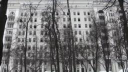 В здании недавно закрытой 60-й больницы уже выбиты многие окна
