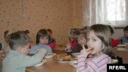 По данным следствия, воспитатели детского дома в качестве наказания лишали детей пищи и сна