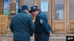 Начальника и сотрудников Чиназской милиции критикуют за то, что они служили не государству и народу, а предпринимателю Ахмаду Турсунбаеву.