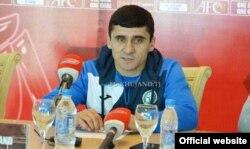 """Рустам Хоҷаев, сармураббии дастаи """"Хуҷанд"""""""