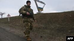 Український військовий біля Павлополя, Донеччина (ілюстративне фото)