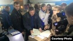 """Активисты обнаружили в типографии """"Приазовский рабочий"""" неупакованные бюллетени"""