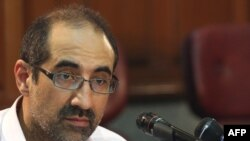 کیان تاجبخش، پژوهشگر ایرانی - آمریکایی که به ۱۵ سال حبس محکوم شده است.