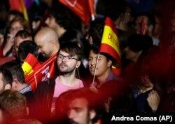 Mbështetësit e Partisë Socialiste u mblodhën në selinë e kësaj partie në Madrid për të pritur rezultatet e zgjedhjeve. 28 prill, 2019.