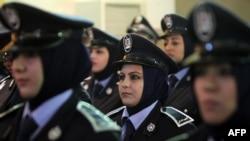 ضابطات عراقيات في حفل تخرجهن في كلية الشرطة