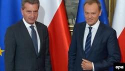 Комісар ЄС із питань енергетики Ґюнтер Еттінґер і прем'єр-міністр Польщі Дональд Туск
