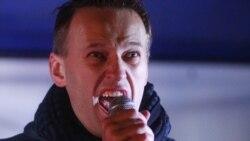 Алексей Навальный выступает на акции оппозиции в Москве 5 декабря