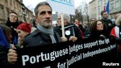 Португалски съдии протестират на 11 януари във Варшава с искане за запазване на независимостта на съдебната власт в Полша. В протеста се включиха магистрати от цяла Европа