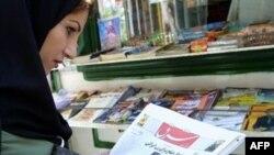 روزنامه جمهوری اسلامی،در سرمقاله امروز خود با عنوان ايران شمالی،به دولت جمهوری آذربايجان هشدار داده که مراقب جسارت به پيابر اسلام و حمايت از گروه های تجزيه طلب ايرانی باشد.