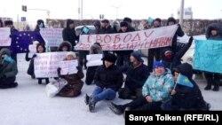 Участники акции за освобождение политических заключенных и соблюдение прав человека в Казахстане. Нур-Султан, 26 ноября 2019 года.