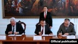 Башкаруучу коалициянын лидерлери жана парламент төрагасы. 31-март, 2014-жыл